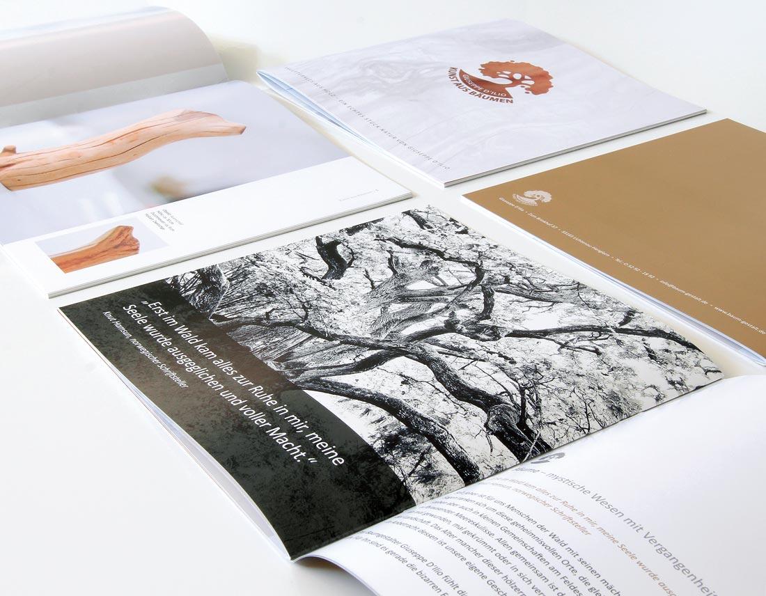 Printmaterial, hier zu sehen das Produkt-Prospekt mit Baumkunst aus OWL.