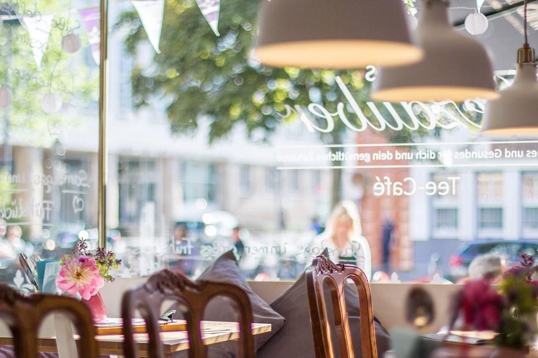 Blick auf die Außen-Gastronomie von Annikas Teezauber