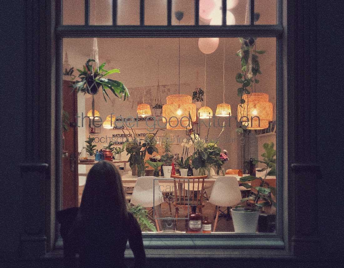 Fensterfront und Innenraum
